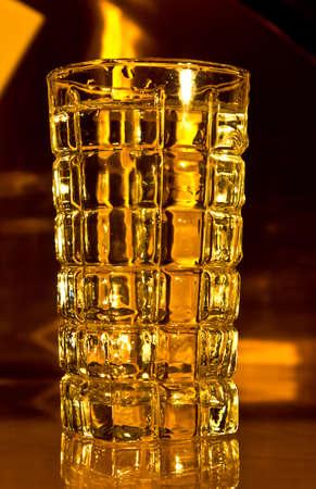 黄金の朝の太陽に照らされて美しいスコッチ ガラス