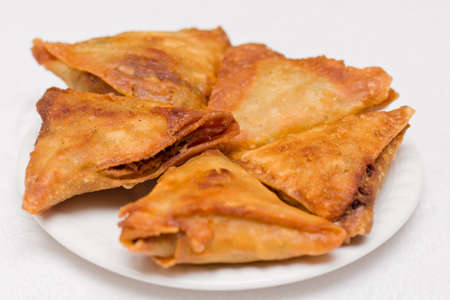 shaped: Triangular shaped Ethiopian fried lentil Samosa served on a plate Stock Photo