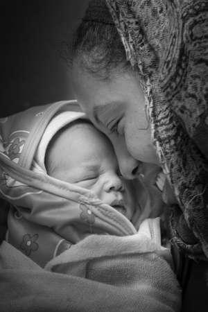 mama e hijo: Una madre con su hijo reci�n nacido