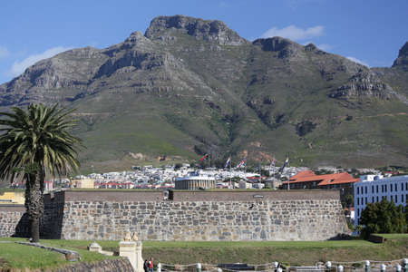 The beautiful city of Cape Town with gorgeous mountains in the background Stock fotó - 16152330