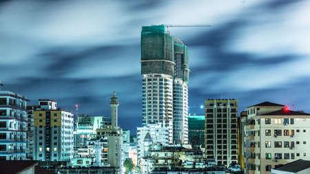 도시의 다르 에스 살람, 탄자니아, 밤의 공중보기