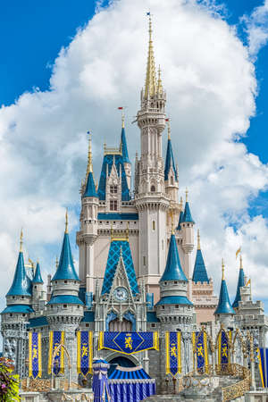 Orlando, Florida - Sept 4: The famous Disney Magic Kingdom Castle soars into the clouds in Orlando, Florida, on September 4, 2014 Imagens - 32178961