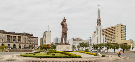 Independence Square with a giant statue of Samora Moisés Machel and Cathedral of Our Lady of the Immaculate Conception