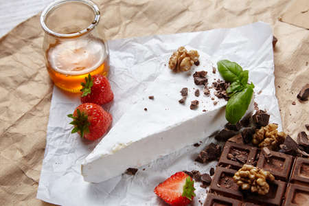 formagi: Side view breakfast set with fresh brie, strawberries, honey and chocolate