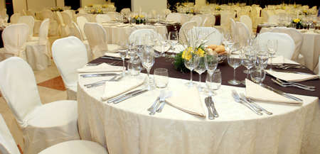 wedding table setting: Table setting at a luxury wedding reception  Stock Photo