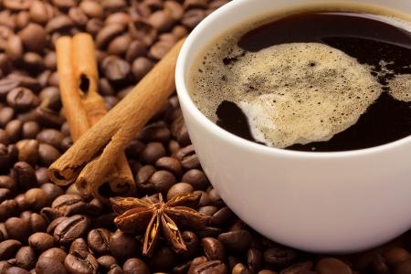 cinnamon bark: Coffee in beans with cinnamon bark and anise