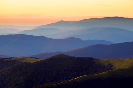 grassy plot: Puesta de sol en las monta?as C?rpatos paisaje Foto de archivo