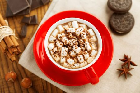 chocolate caliente: Mug of hot chocolate with marshmallow. Cocoa with cookies. Top view.