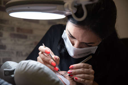 Process of eyelash extensions in the beauty studio. Beauty and care for yourself. Фото со стока