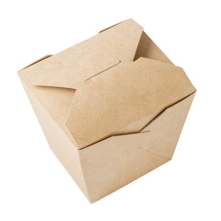 Pudełko z papieru kraft na jedzenie na wynos. Zamknięty kartonowy pojemnik do dostawy żywności. Na białym tle.