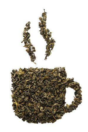 Teetassensymbol aus trockenen Oolong-Teeblättern. Isoliert auf weißem Hintergrund. Standard-Bild