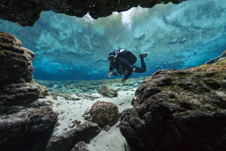 subacquei grotte sottomarine immersioni Ginnie Springs Florida USA