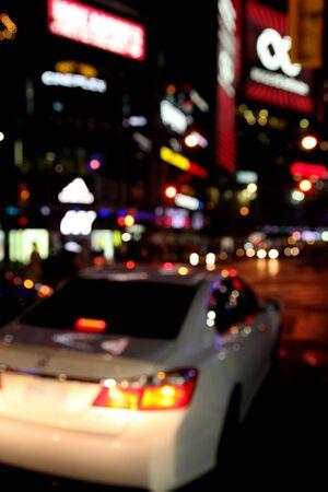 trafic de nuit en ville Banque d'images