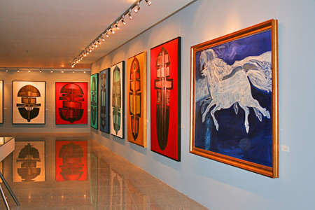 Trabzon, Turchia-luglio 21,2011:. Una mostra di pittura nella cultura Trabzon Tevfik Serdar E Art Center Trabzon, Turchia Editoriali