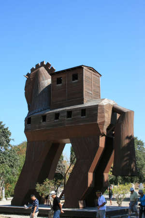 troya: Canakkale,Turkey-October 08,2012:Trojan Horse in Troia Ancient City