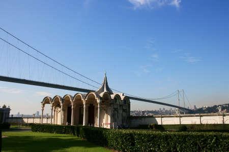 bogazici: Bosphorus Bridge through Beylerbeyi Palace s garden