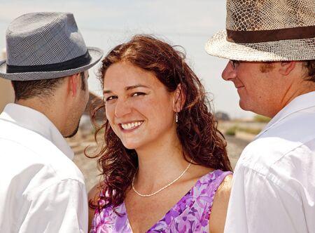 Frau mit zwei Männer Standard-Bild - 11701428