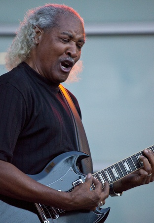 webb: Tempe, Arizona, USA - May 29, 2010 - Billy Webb performs at a concert by the Knee Deep Experience. Editorial