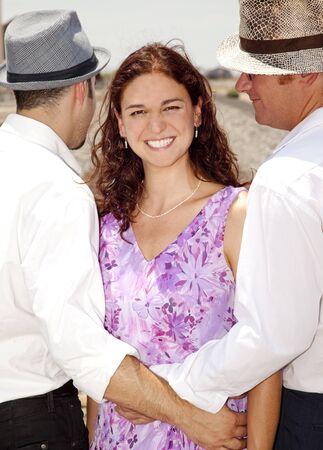 Mujer con dos hombres