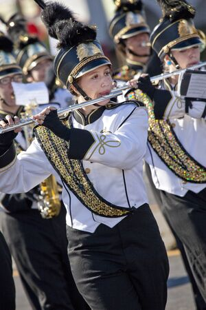 アリゾナ州のパレードのマーチング バンドのメンバー 報道画像