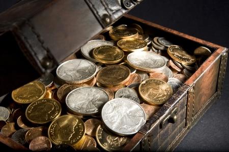 cofre del tesoro: Cofre del tesoro con oro y plata