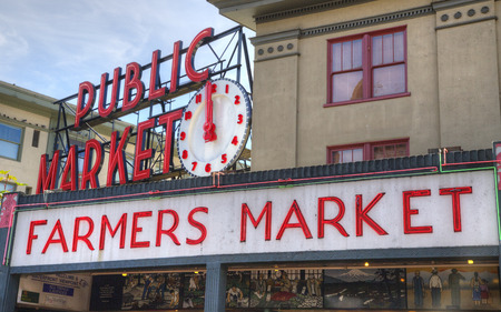 pike place market sign: Famous Seattle Pike Place Farmer s Market