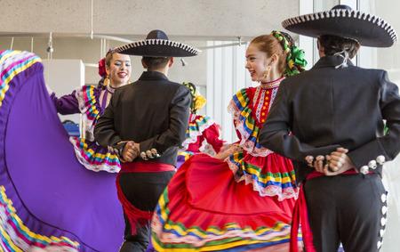 Bailarines tradicionales