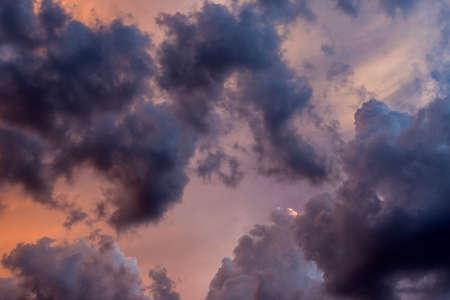 ドラマチックな夕日 cloudscape 背景やテクスチャに便利。