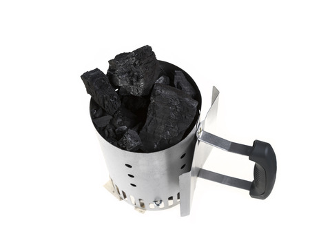 holzbriketts: Charcoal chimney starter loaded with natural lump charcoal for BBQ grills.