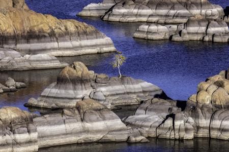 Picturesque Watson Lake in the Granite Dells of Prescott Arizona. Imagens