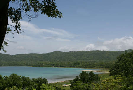 Heldere blauwe wateren op Lake bonte Itza in Guatemala, Centraal Amerika Stockfoto - 1829872