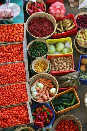 Een kleurrijke markt van verse groenten en fruit  Stockfoto - 1829877