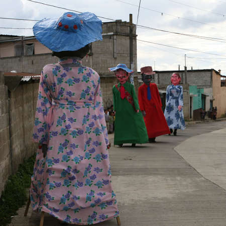 Traditional Mayan dancers on stilts entertain locals in this Central American village Stockfoto