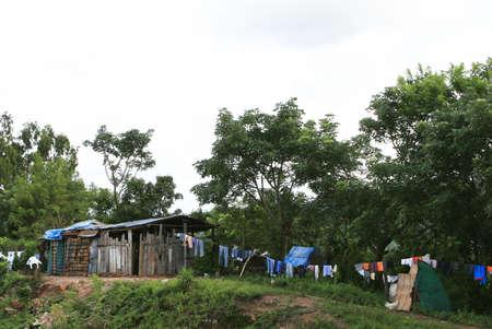 no pase: Una t�pica casa rural en Honduras. Lavander�a cuelga a secar en una l�nea