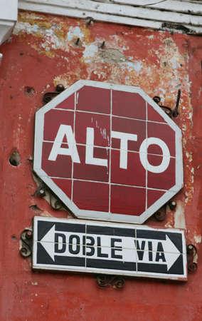 Betegelde stopbord in Antigua, Guatemala
