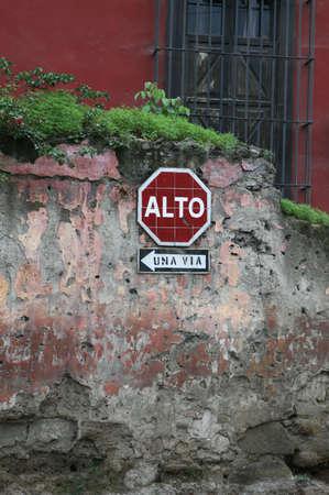 Een verkeer bedieningsorgaan in Antigua, Guatemala