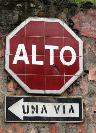 A tiled stop sign in Antigua, Guatamala Stockfoto