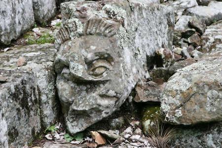 Copan- 온두라스에서 고대 돌 계단에 새겨진 된 머리 스톡 콘텐츠