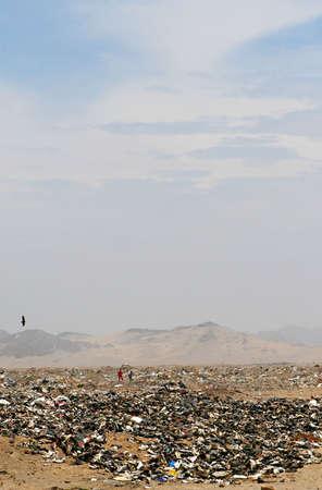 landfill site: Un improvvisato discarica nel deserto peruviano � casa per i poveri Archivio Fotografico