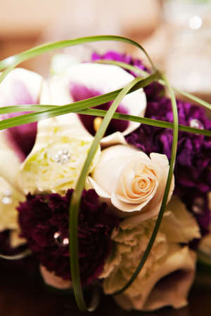 An arrangement of flowers including roses and calla lilies Stok Fotoğraf
