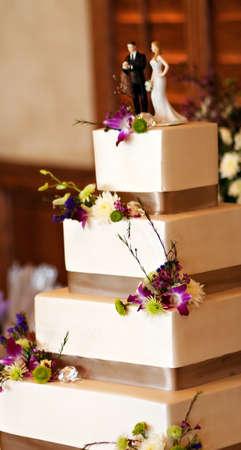 Eine vier Level Hochzeitstorte an eine Hochzeitsfeier Standard-Bild - 8840519