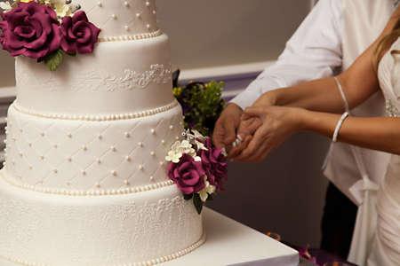 Eine schöne Hochzeitstorte Standard-Bild - 15858097
