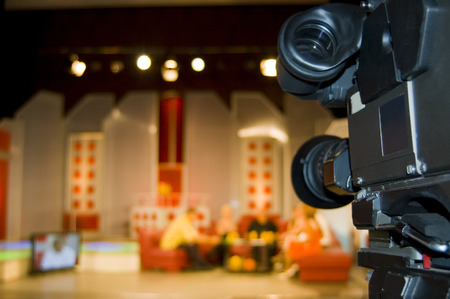 s video: Production TV broadcasts in the studio with guests Stock Photo