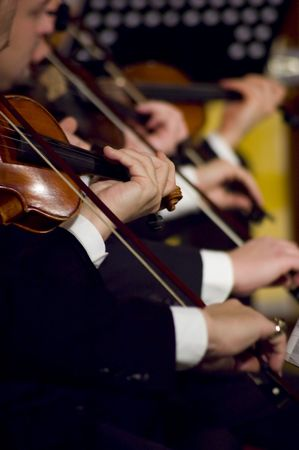 A night at the symphony concert - playing violins Banque d'images