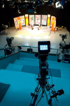 sucher: Video-Kamera-Sucher - Aufnahme im TV-Studio - im Gespr�ch mit der Kamera