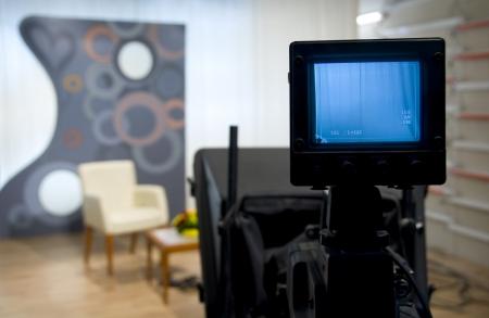 sucher: Video-Kamera Sucher - Aufnahme im TV-Studio - Talking To The Camera