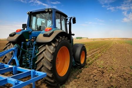 traktor: Der Traktor - moderne Landmaschinen im Feld Lizenzfreie Bilder