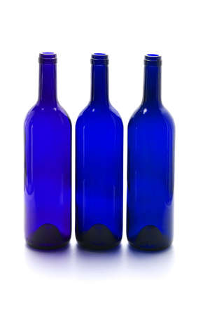 empty bottles: Azul botellas de vino vac�as en el fondo blanco Foto de archivo