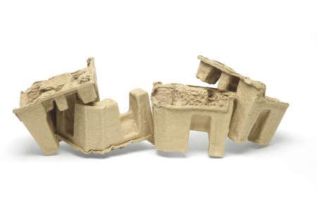 moulded: Papel moldeado de embalaje a protectores sobre fondo blanco Foto de archivo