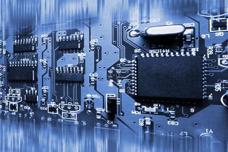 circuito electronico: Fondo de tablero de circuito electr�nico abstracto azul Foto de archivo